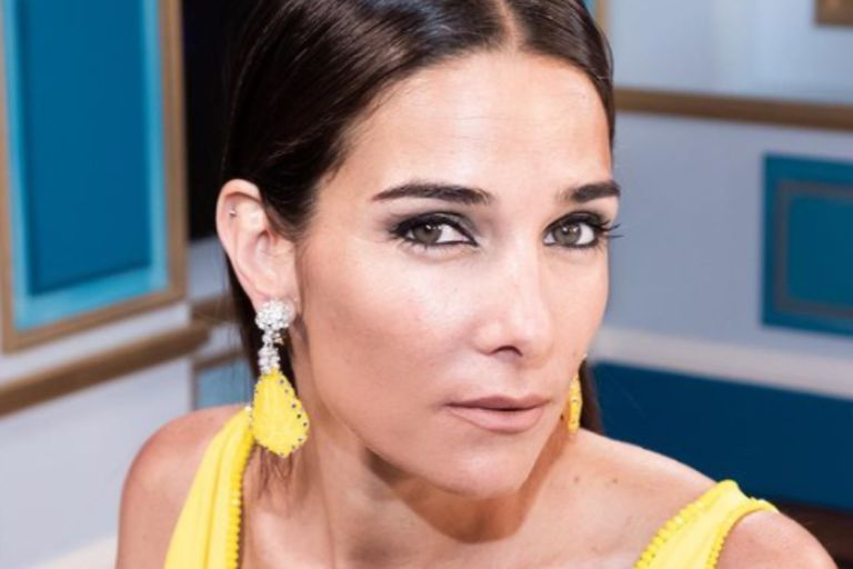 Juana Viale lució un despampanante vestido amarillo contra la mala suerte