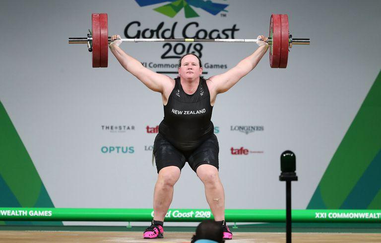 Laurel Hubbard en acción: competirá en mujeres, categoría +87 kilos