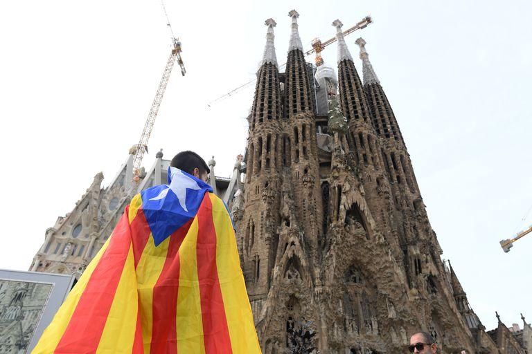 """Protestas en Barcelona: """"Nunca imaginé esto"""", dicen los turistas argentinos"""