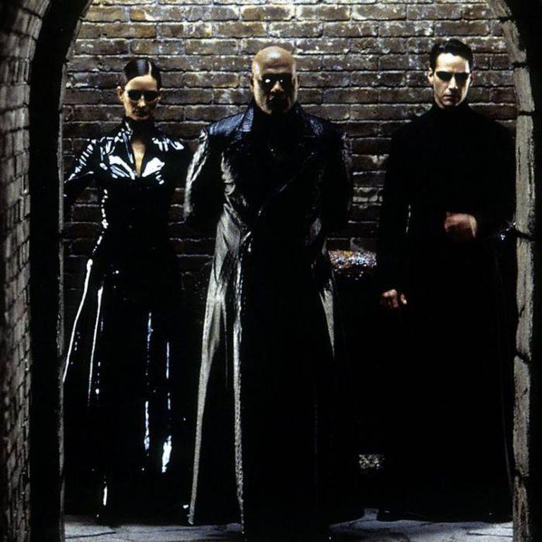 """""""The Matrix"""" es una de varias obras de ficción que juegan con las dudas sobre la realidad. Su premisa es que toda la raza humana ha sido colocada en cubas gigantes y alimentada con una realidad virtual de la mano de una inteligencia artificial maligna"""