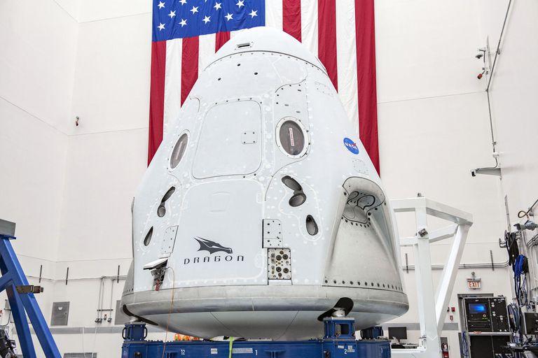 La cápsula Dragon ahora transportará a dos astronautas rumbo a la Estación Espacial Internacional, una misión que permitirá validar las prestaciones de SpaceX en esta nueva etapa de exploración espacial de la NASA junto a compañías privadas