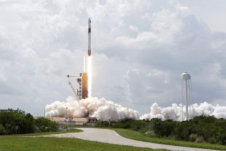 El cohete Falcon 9 con la cápsula Crew Dragon despega de Cabo Cañaveral el sábado 30 de mayo de 2020