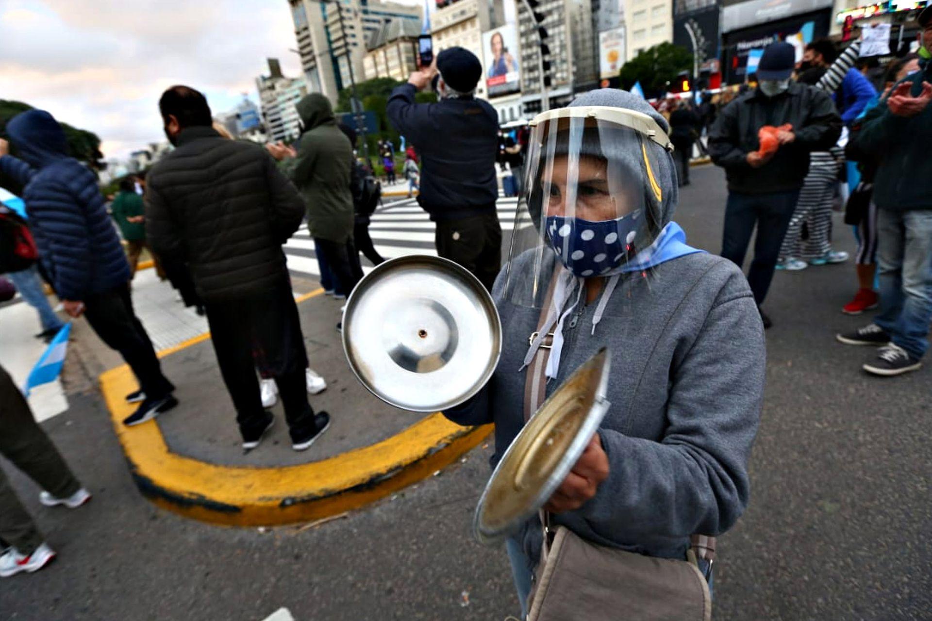 Las tapas de las cacerolas, infaltables en las manifestaciones en contra de los gobiernos peronistas