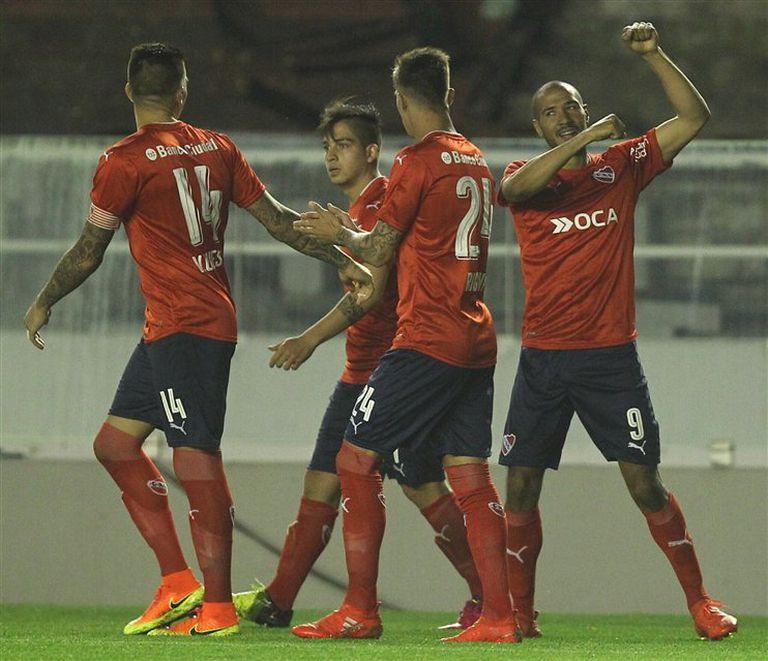 Cuesta, Benítez y Rigoni acompañan al goleador Vera, que abrió la cuenta