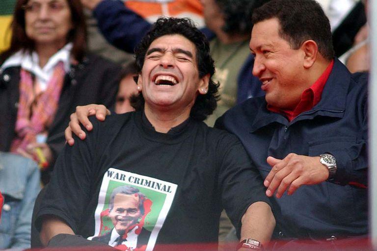 Maradona: hincha y jugador de Hugo Chávez - LA NACION