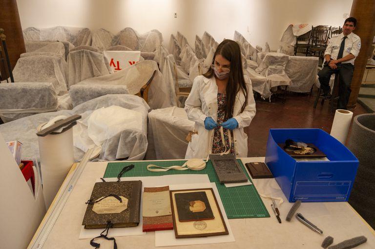Para que las obras edilicias no estropearan las piezas históricas se armó una sala de resguardo transitoria en el auditorio del museo