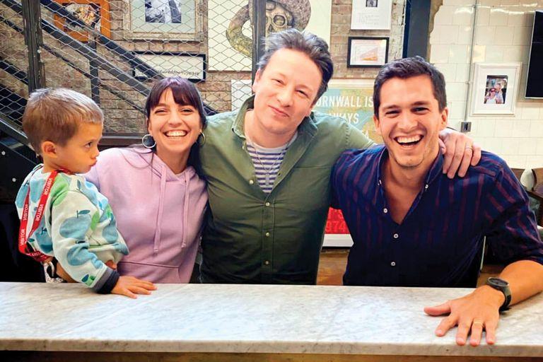Antes de la pandemia, junto a su marido, Santiago Solerno, y su hijo Ramón, fueron a Londres y visitaron al reconocido cocinero Jamie Oliver, con quien Feli sigue en contacto desde que en 2013 ganó un concurso organizado por él
