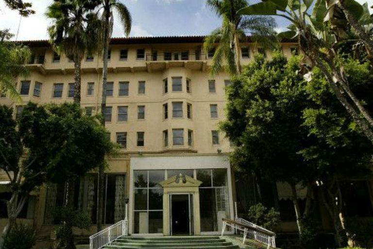 El crimen ocurrió en uno de los salones del extinto hotel Ambassador de Los Ángeles, que fue demolido en 2005
