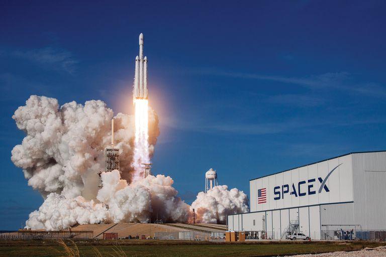 Space X nació con el objetivo de reducir drásticamente los costos de la industria espacial y hacer viable la llegada del hombre a Marte