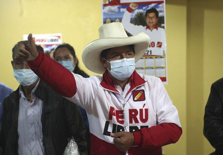 El nuevo presidente electo por el partido Perú Libre, Pedro Castillo, habla durante una conferencia en Chota, Perú, el miércoles 14 de abril de 2021. Castillo, un maestro rural, se enfrentó a la candidata Keiko Fujimori en la segunda vuelta de las elecciones presidenciales del pasado 6 de junio