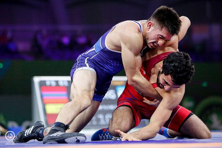 Agustín Destribats buscará avanzar a cuartos de final en lucha libre enfrentando al húngaro Iszmail Muszukajev, desde las 23 horas.