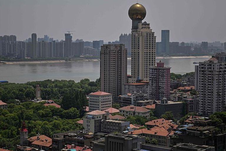 La ciudad de Wuhan fue el lugar en el que se inició la pandemia de coronavirus y ahora está saliendo de la cuarentena obligatoria
