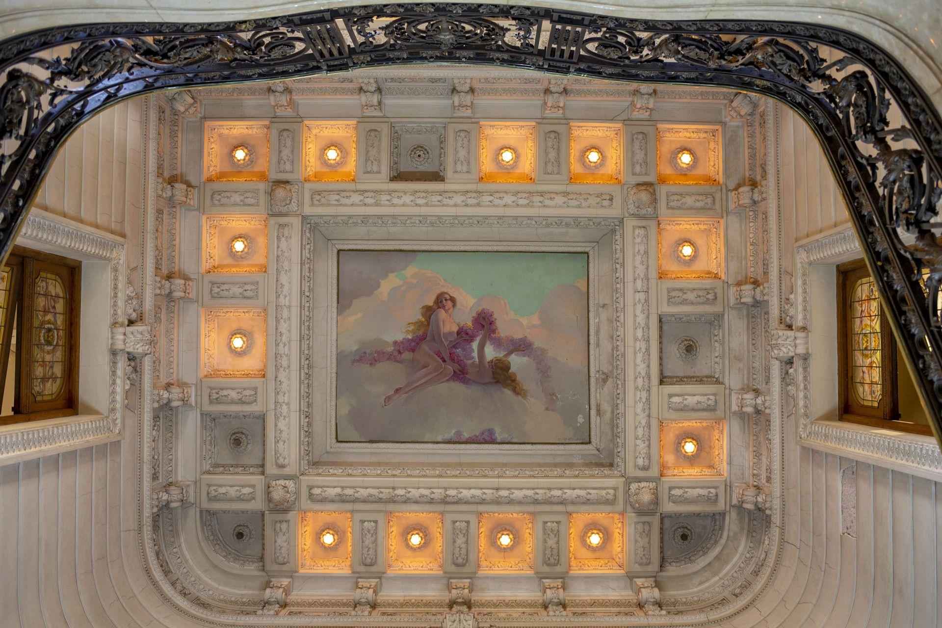 Los techos de la mansión cuentan con obras de arte originales realizadas por reconocidos artistas