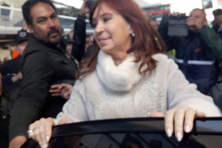PASO 2019: Cristina volvió a Buenos Aires tras la victoria de su fórmula