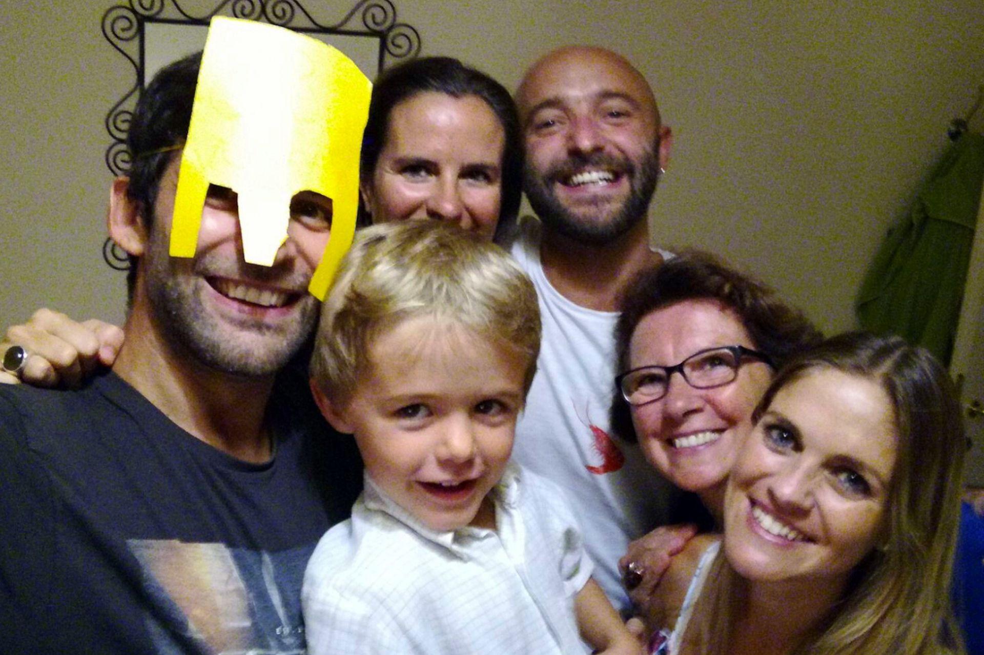 Danilo a la izquierda, Virginia, del lado derecho. Con amigos en Milán que se convirtieron en familia y terminaron siendo testigos de su casamiento.