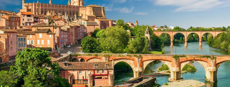 Albi, la curiosa ciudad francesa donde las construcciones son rojas