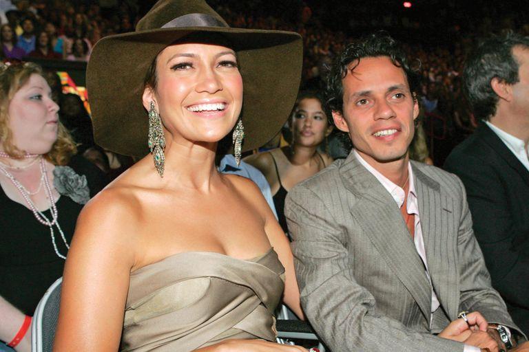 Siete meses después de romper con Affleck, la cantante se casó con Marc Anthony, con quien tuvo a los mellizos Emme y Maximilian.