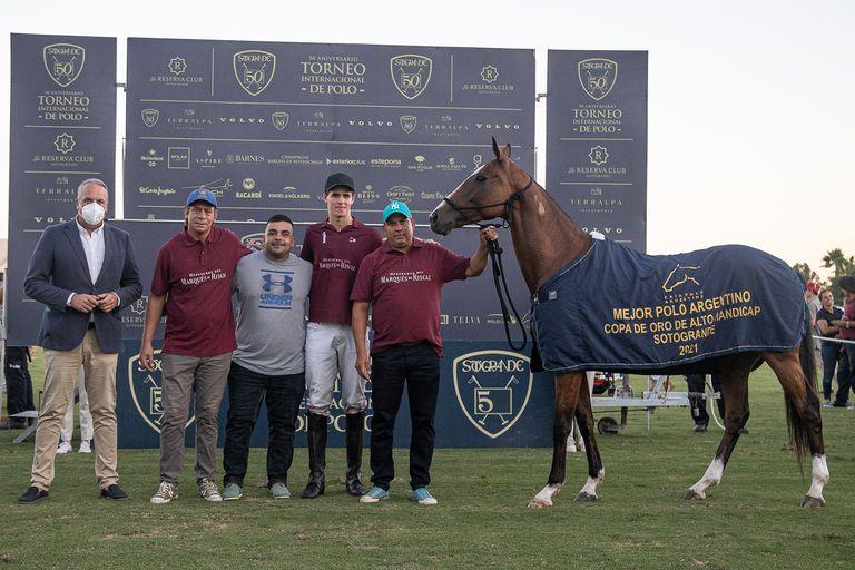 Cruz jugó con Vasca Manau, producto de la cría de su familia premiado como el mejor Polo Argentino de la final por la Copa de Oro de Sotogrande.