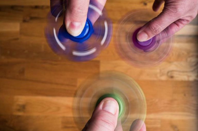 Los fidget spinner están dejando de ser un juego de niños...