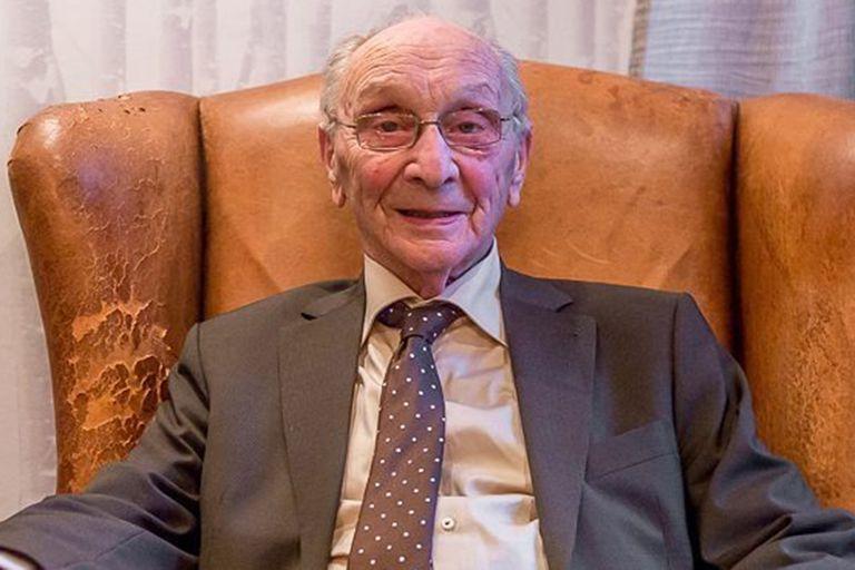 Su abuelo, con quien comparte el mismo nombre, escapó de los nazis durante la Segunda Guerra Mundial