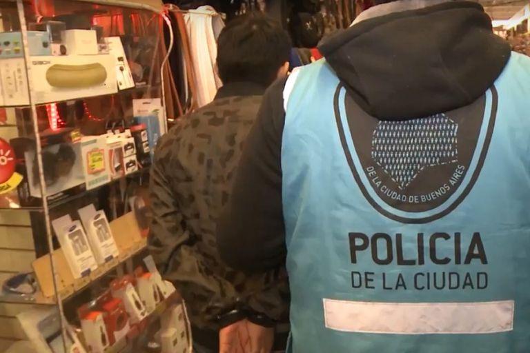 Casi 100 detenidos en tres meses por vender celulares robados