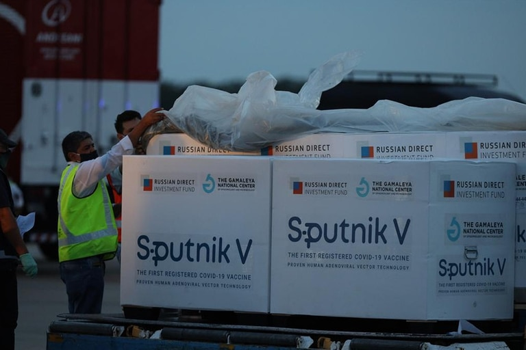 El viernes llegó el cuarto cargamentos de vacunas Sputnik V en un vuelo de Aerolíneas Argentinas