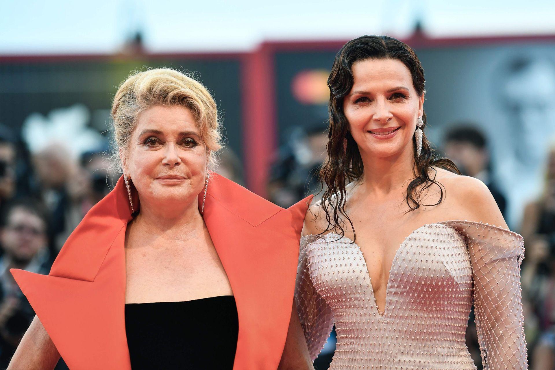 Por la tarde, se unió a otra de las más grandes estrellas del cine francés contemporáneo, Catherine Deneuve