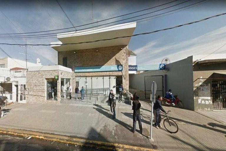 El paro bancario de dos horas por el asalto y muerte de un cajero se extendió para todo el lunes en el Banco Nación