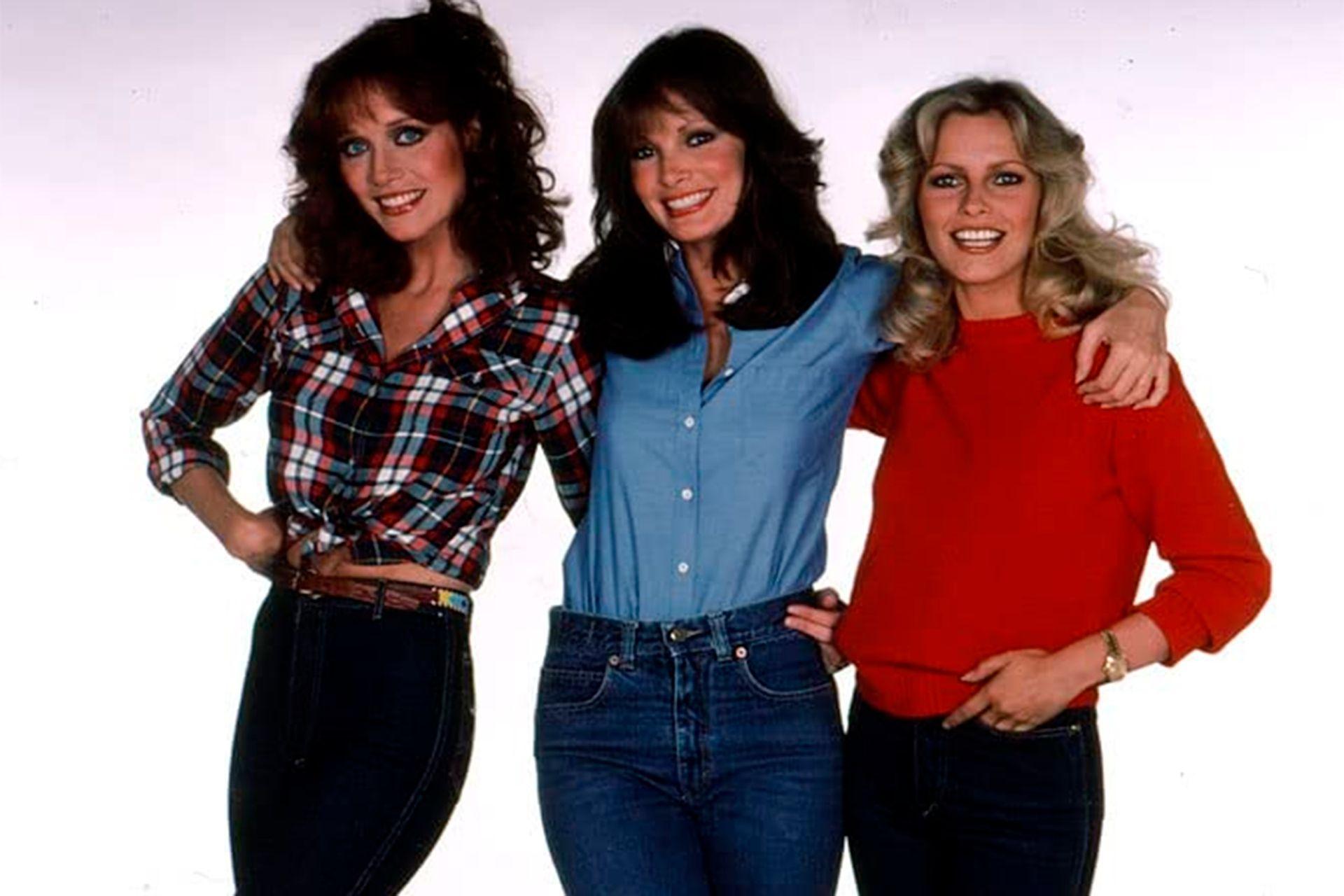 Jaclyn Smith rodeada por Tanya Roberts y Cheryl Ladd