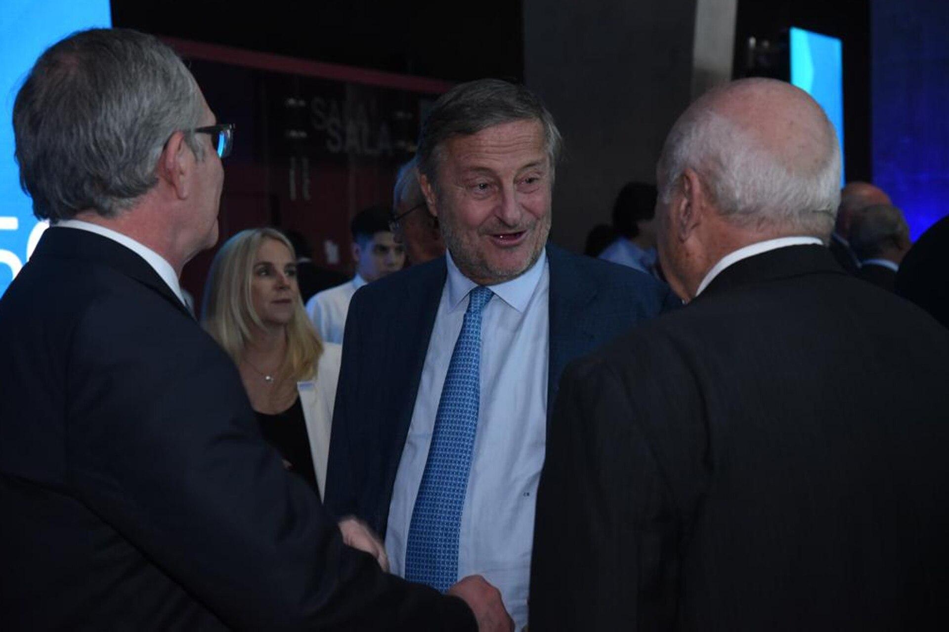 El presidente de Fiat Argentina, Cristiano Rattazzi (centro)
