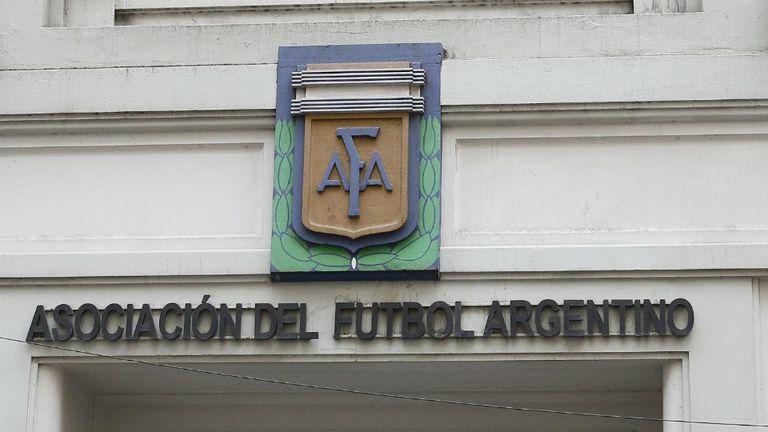 La AFA busca una salida política tras anunciar qué equipos estaban inhabilitados para contratar jugadores