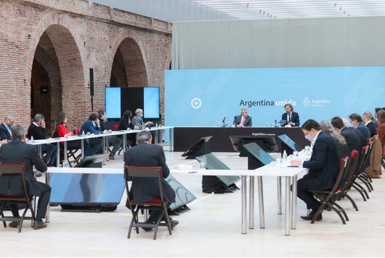 El presidente Alberto Fernández encabeza una reunión de gabinete en el Museo del Bicentenario de Casa Rosada.