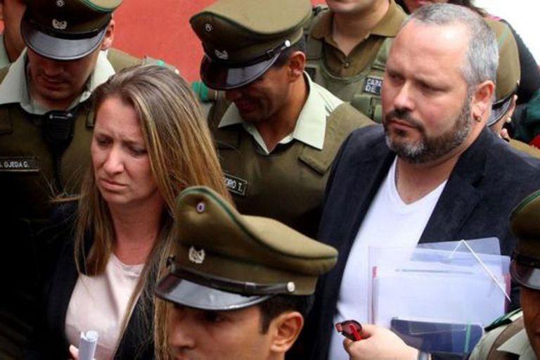 El hijo de la expresidenta Michelle Bachelet, Sebastián Dávalos (a la derecha), se vio involucrado en el Caso Caval
