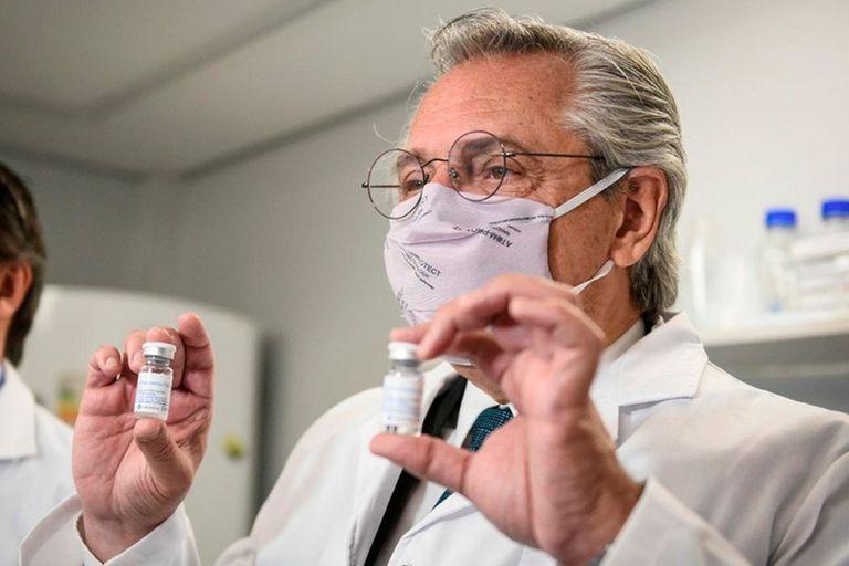 Alberto Fernández espera suplir con vacunas chinas la demora en la provisión de Rusia que complicó los planes anunciados