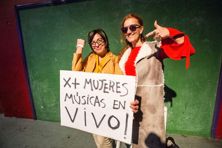 Mavi Díaz (a la izquierda, junto a Celsa Mel Gowland) fue una participante clave en el proyecto de ley de cupo femenino en la música