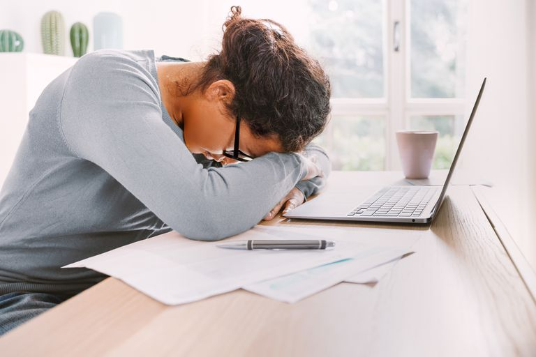 Según los especialistas, es fundamental descansar o hacer una pausa después de un largo tiempo de concentración