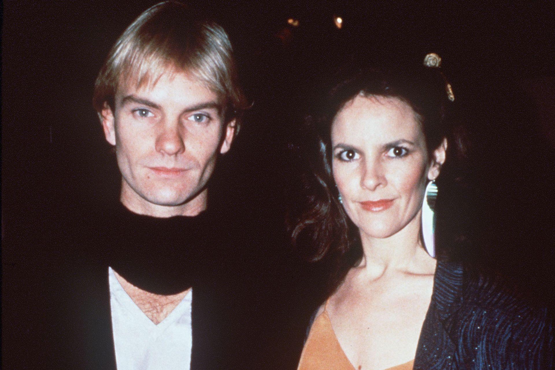 El cantante británico junto a su primera esposa, Frances Tomelty, con quien contrajo matrimonio el 1 de mayo de 1976