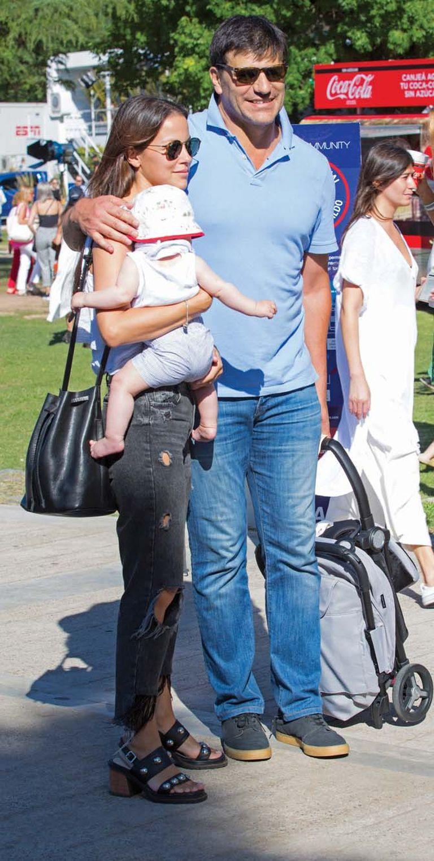 Cargando un cochecito plegable, Martín Barrantes fue con su mujer, Kateryna Wurzel, y su hijo, Felipe, de apenas cinco meses.