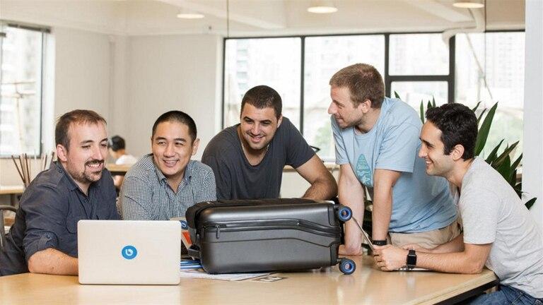 Sáez Gil y el equipo que creó la valija Bluesmart