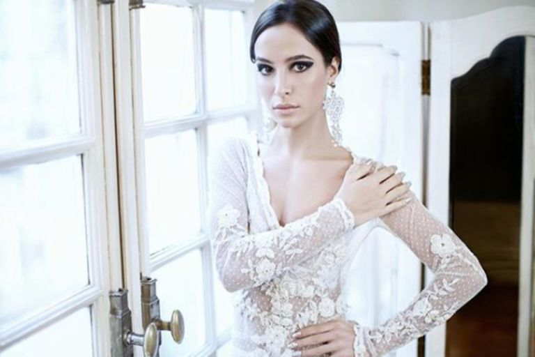 Si bien no se conocieron fotos del casamiento secreto entre el colombiano y la argentina, la actriz mostró su vestido de novia en Instagram.