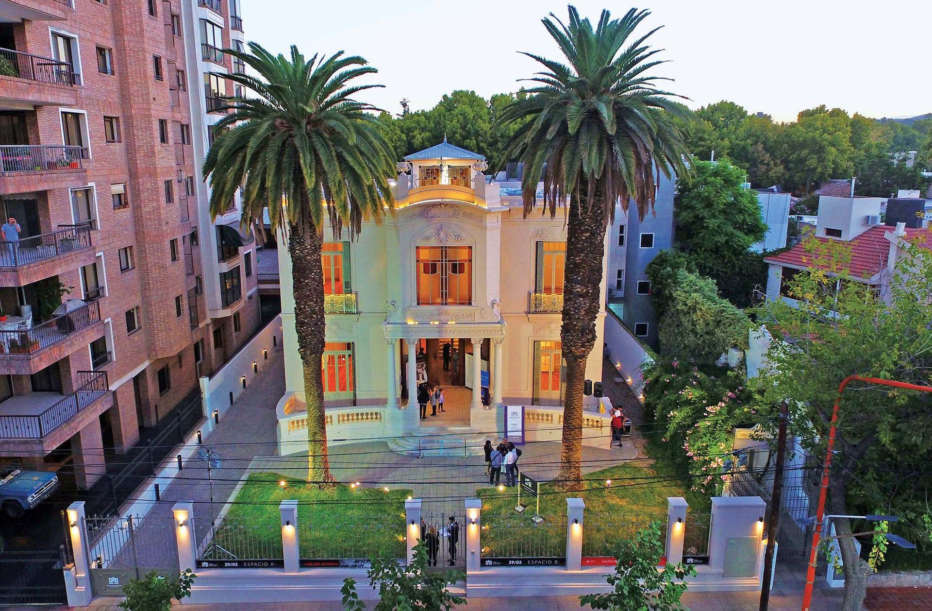 El Museo Carlos Alonso queda en Avenida Emilio Civit 348.
