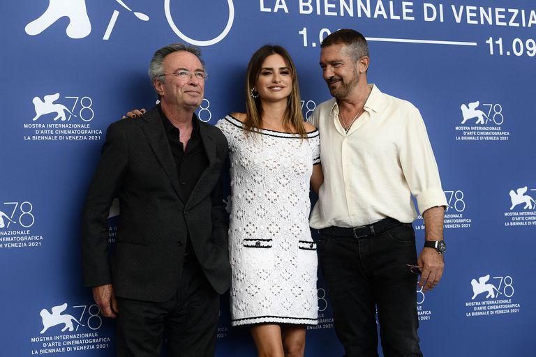 Penélope Cruz, Antonio Banderas y Oscar Martínez desfilan por la alfombra roja