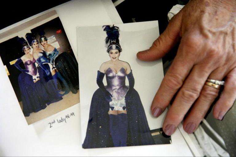 Wulff y las fotos de su performance en La flauta mágica, en la Ópera de Washington, en 1998