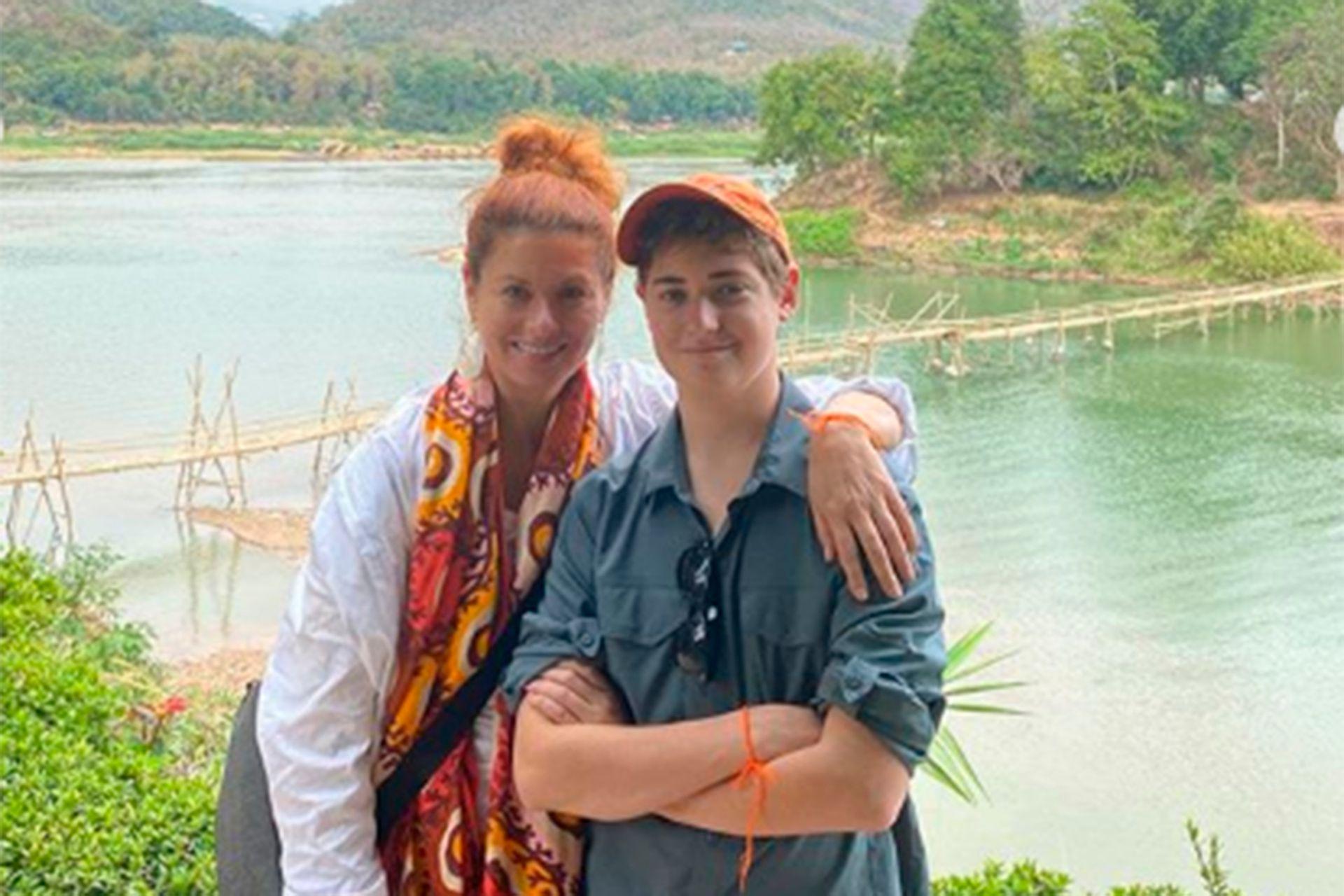 Debra Messing y su hijo Roman pasean por Laos, maravillados por la naturaleza y los templos propios del sudeste asiático