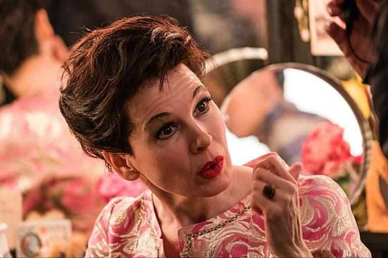 Renée Zellweger en una escena de Judy, dónde interpreta a la legendaria Judy Garland