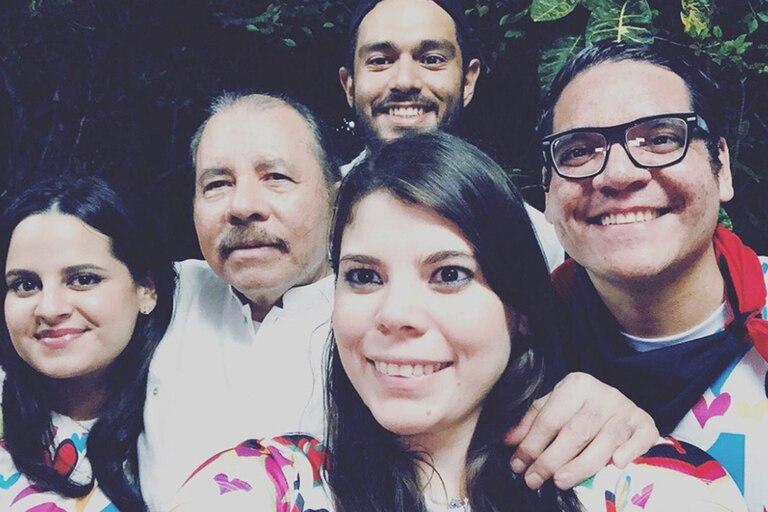 Los hijos del presidente de Nicaragua Daniel Ortega, Luciana (izquierda), Camila (centro) y Maurice (derecha) administran Canal 13 y las operaciones de noticias del Canal 2