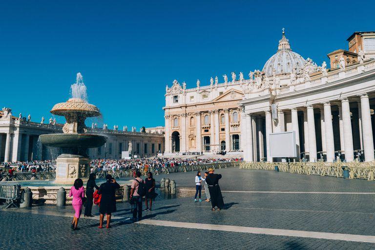 Al igual que con la pandemia de coronavirus, en el siglo XVII se prohibió asistir a celebraciones religiosas en Roma