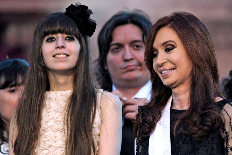 Cristina junto a sus hijos Máximo y Florencia
