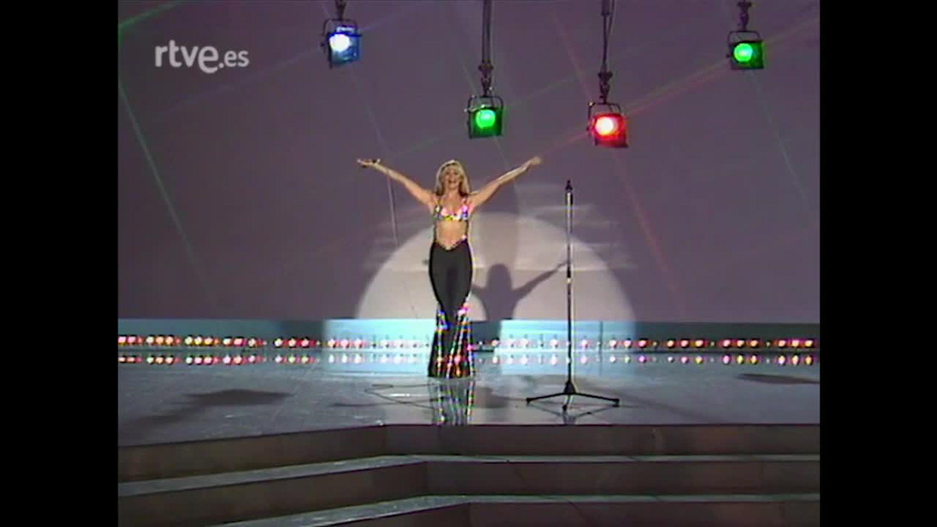 Como cantante, Carrà desplegó un repertorio popular y pegadizo
