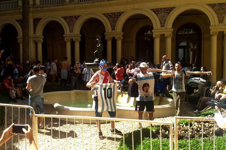 Incidentes en la Casa Rosada durante el sepelio de Diego Maradona